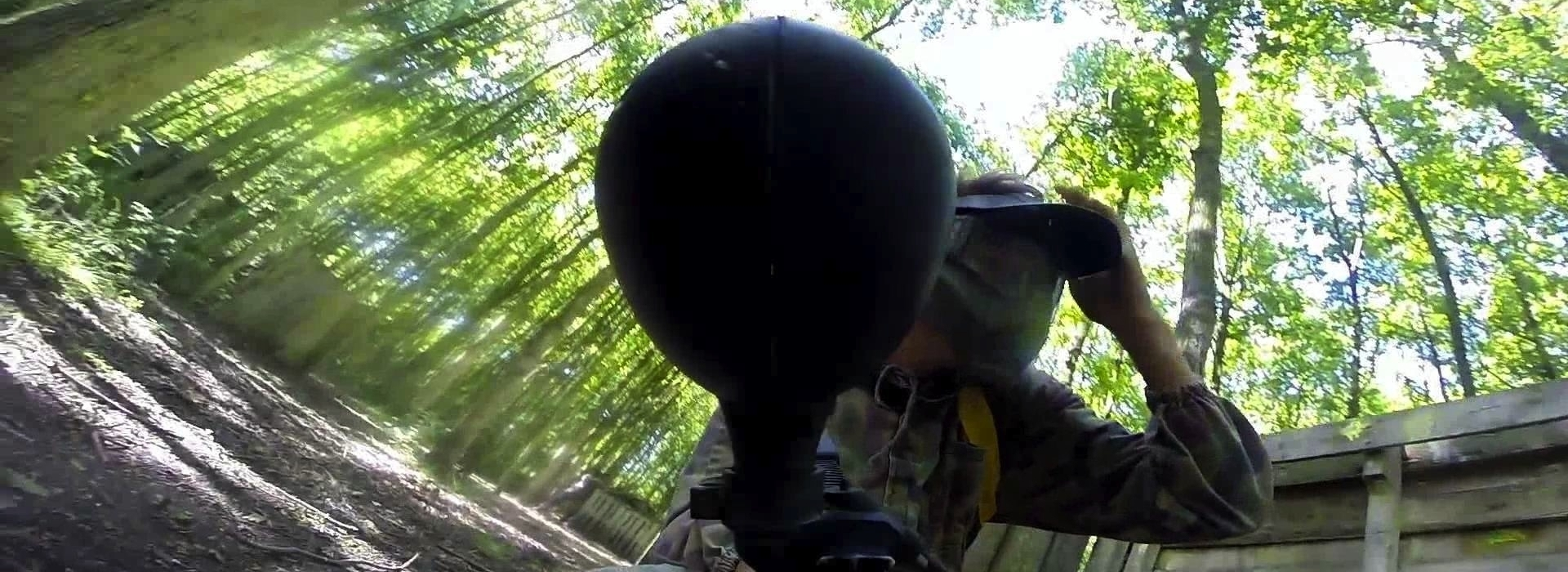 14715291820paintballen-in-het-bos.jpg